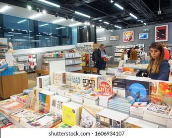 London, England - September 29 2015 : Inside of the Tate Modern souvenir shop : art prints, books, gifts, homeware,…