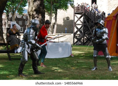 London / England UK - Agoust 22, 2008: free rappresentation of knights fight outside the London Tower