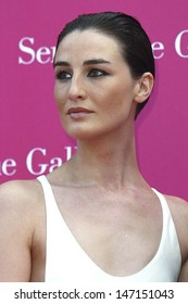 London. Erin O'Connor, actress, at the Serpentine Gallery Summer Party. 16 June 2004. JENNY ROBERTS/LANDMARK MEDIA