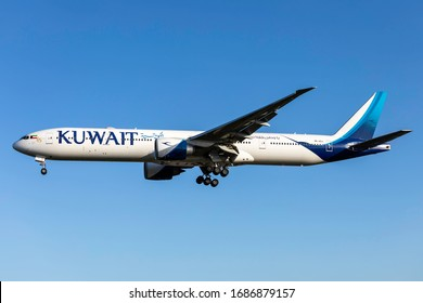 London Heathrow Airport (LHR), England, 1st March 2020, Kuwait Airlines passenger aircraft, 9K-AOJ a Boeing 777-300ER lands at the airport in fine weather.
