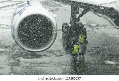 LONDON - JANUARY 18, 2012: Aircraft in the snowstorm at Heathrow airport on January 18, 2012 in London.Thousands of travelers stuck at Heathrow airport due to the heavy snowing.