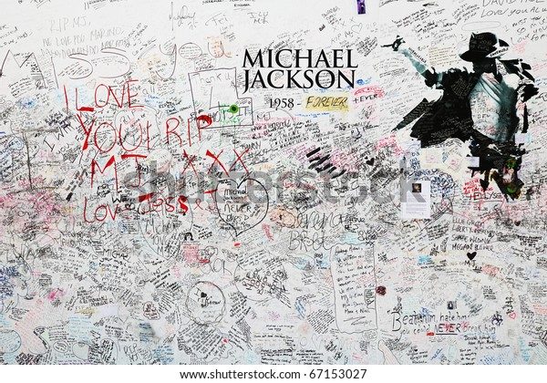 LONDON - JULY 24 : Memorial for Michael jackson at the O2 arena on July 24, 2009 in London.