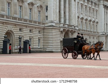 LONDON - JUN 12: Buckingham Palace as horse and buggy exit.Taken June 12, 2015 London, England