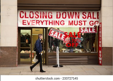 LONDON - NOVEMBER 25TH: Closing down sale sign in a shop window on November the 25th, 2014, in London, England, UK. Many UK business have been effected due to the recent economical crisis,