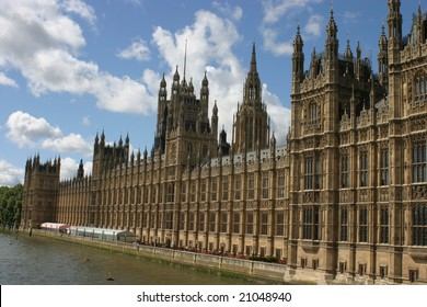 London, the parliament under the English sky