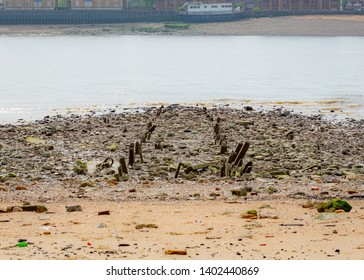London River Thames Wapping at Low Tide: May 2019
