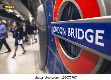 LONDON - SEPT 28 : Underground London Bridge tube station, September 28, 2013 in London. The London Underground is the oldest underground railway in the world covering 402 km of tracks.