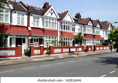 London Street of typical small Edwardian terraced houses, without parked cars.