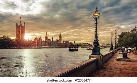 London sunset, Houses of Parliament, Big Ben and the River Thames