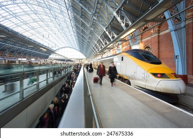 London Train Tube station Blur people movement King cross St. Pancras