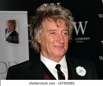 London, UK. 071112. Rod Stewart signs copies of his book 'Rod: The Autobiography' held at Waterstones in Piccadilly. 7 November 2012.