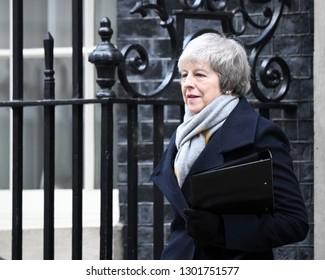 London, UK. 15 Januari, 2019. Prime Minister Theresa May leaves the Cabinet Meeting, 10 Downing Street.
