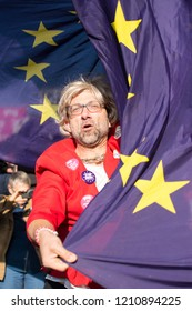 London, UK. 20th Oct 2018. EDITORIAL - Remain campaign protester at the People's Vote March, demanding a vote on the final Brexit deal. Thousands gathered for the rally from Park Lane to Westminster.