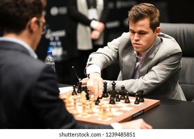 London, UK. 22 November, 2018. Magnus Carlsen competes against Fabiano Caruana in the World Chess Championship.