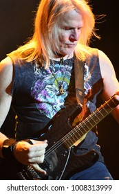 London, UK. 23 November, 2017. Steve Morse, Deep Purple, performs at the O2 Arena.