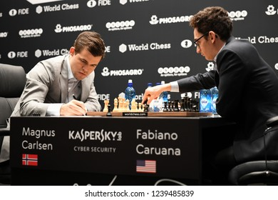 London, UK. 24 November, 2018. Magnus Carlsen competes against Fabiano Caruana in the World Chess Championship.