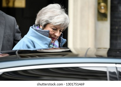 London, UK. 29 Januari, 2019. PM Theresa May leaves the Cabinet meeting; MPs vote on amendments to the final Brexit withdrawal agreement in the House of Commons, 10 Downing Street.