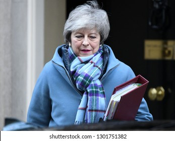 London, UK. 30 Januari, 2019. Prime Minister Theresa May leaves 10 Downing Street for the Prime Minister's Questions in the House of Commons.