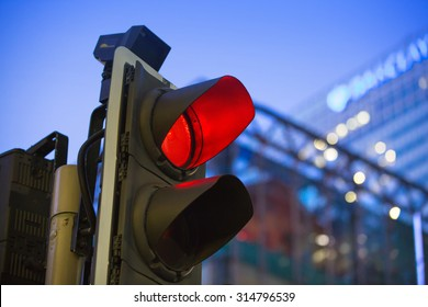LONDON, UK - 7 SEPTEMBER, 2015: Canary Wharf traffic lights showing red