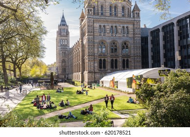 London, UK. 9th April 2017. People enjoying the sunny warm day in front of the Natural History Museum, Kensington and Chelsea, London, UK.