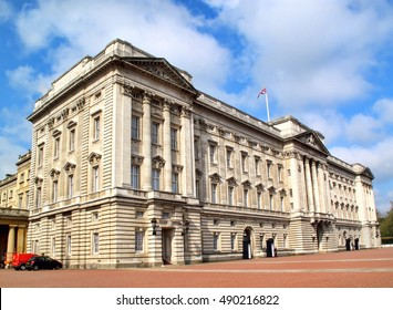 London, UK, April 19, 2009 : Buckingham Palace at the end of The Mall is one of the countries most popular tourist attraction