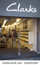 5d8a0e5d LONDON, UK - August 19th 2018: A Clarks shoe store in Oxford Street,