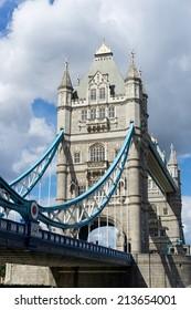 LONDON, UK - AUGUST 22 : Tower Bridge in London on August 22, 2014. Unidentified people.