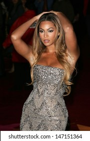 London, UK. Beyonce Knowles at the UK Premiere of 'Dreamgirls'. On, 21 January 2006, Dave Norton/Landmark Media