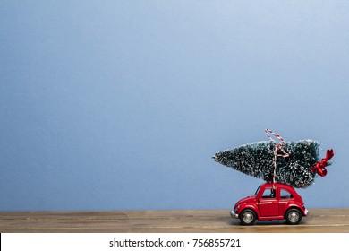 Bilder Stockfotos Und Vektorgrafiken Retro Auto Weihnachten