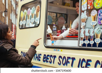 6f8d673033 Ice Cream In London Stock Photos