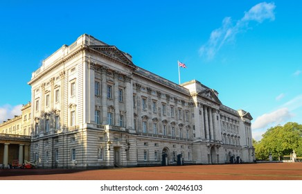 London, UK -Nov 2, 2013: Afternoon sun On the bright sky Adds beauty to Buckingham Palace, which was the residence of the queen.