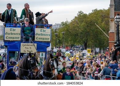 LONDON, UK -NOVEMBER 12 : The Gardeners Company parading at the Lord Mayor's Show in London on November 12, 2005. Unidentified people.