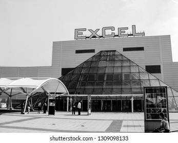 LONDON, UK - SEPT 6, 2004: People at entrance to international exhibitions and convention centre ExCeL at Dockland  area in London, UK on Sept 6, 2004.