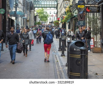 LONDON, UK - SEPTEMBER 27, 2015: Tourists visiting central London