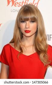 London. UK.  Taylor Swift switches on the Christmas lights at Westfield Shopping Centre, Shepherds Bush, London . 6th November 2012 Keith Mayhew/Landmark Media