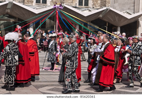 LONDON, UK-SEPTEMBER 25: Unidentified London Mayors and Mayoresses join the Pearly Kings and Queens to dance around the maypole, at their annual Harvest festival at the Guildhall on September 25, 2011 in London, Uk