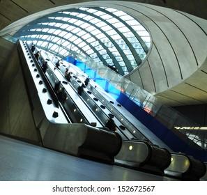 London underground/elevators/Canary Wharf