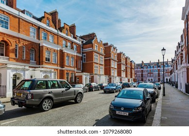 LONDON, UNITED KINGDOM - APRIL 05: This is a residential street with traditional British housing in Chelsea on April 05, 2018 in London