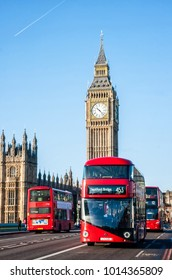 LONDON, UNITED KINGDOM - JANUARY 2: The Elizabeth Tower on January 2, 2015 in London. The Clock Tower, named in tribute to Queen Elizabeth II, more popularly known as Big Ben and iconic red buses.