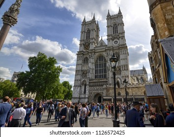 London, United Kingdom, June 2018. The entrance to the Abbey of Westminster Abbey on the occasion of a mundane event. A large crowd of people has positioned themselves to assist.