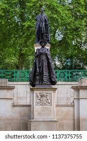 LONDON, UNITED KINGDOM - MAY 13 2018: King George VI and Queen Elizabeth memorial at the Mall Road