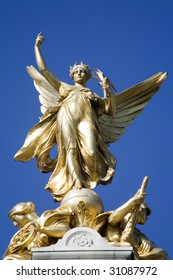 London - victory statue by Buckingham palace  - detail