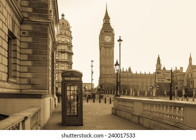 London Vintage - Big Ben tower and a red telephone booth in Black & White