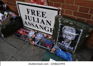 London/UK - April 3 2019: Banners 'Free Assange' liter the streets around 3 Hans Crescent, Julian Assange enter his 8th year of asylum and detention. Credit: Katherine Da Silva