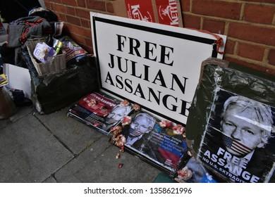 London/UK - April 3 2019: Banners 'Free Assange' liter the streets around 3 Hans Crescent, Julian Assange enter his 8th year of asylum and detention. Credit: Katherine Da Silva