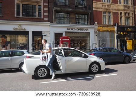 London.UK.September 27th 2017.A photo of a customer exiting an Uber car in Sloane Avenue, Chelsea
