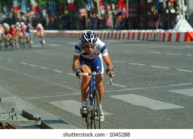 Lone Rider breaks away from pack - Paris Champs Elysees - 2004 Tour de France