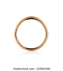 Lonely golden wedding ring isolated in the closeup