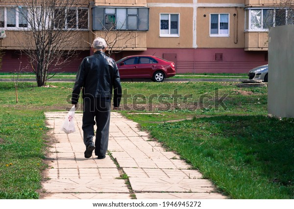 lonely-old-man-walks-package-600w-194694