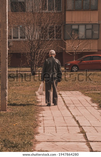lonely-old-man-walks-package-600w-194786